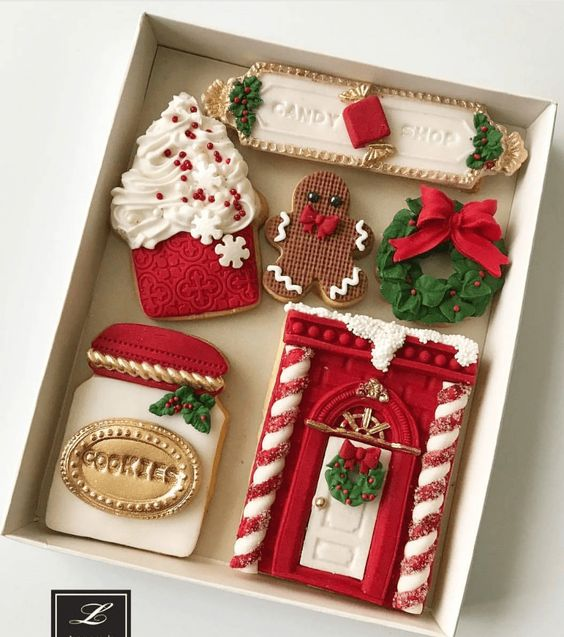 TRADITIONAL XMAS GINGERBREAD  COOKIES